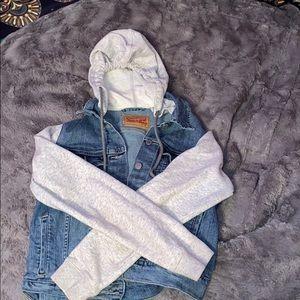 sweatshirt/ jean jacket